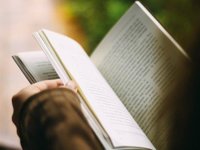 Täglich 1 Stunde lesen